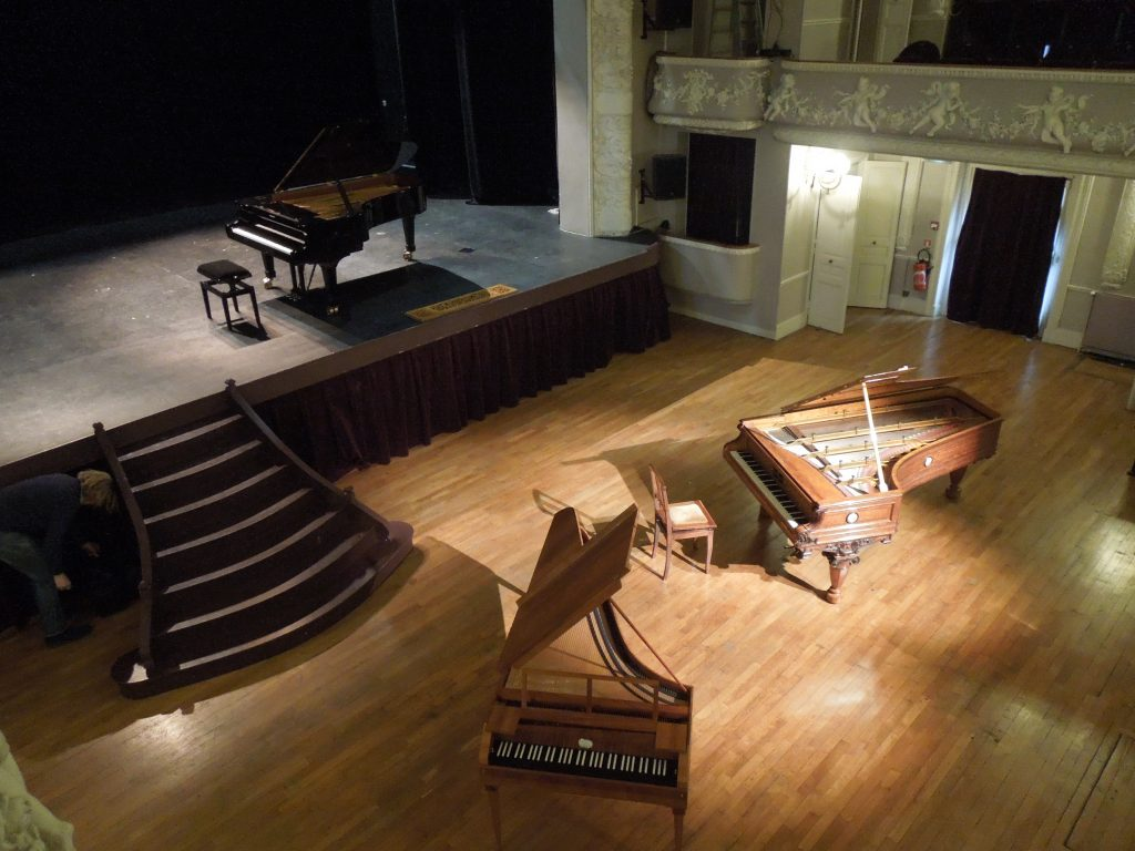 fortepiano at the theater in Coulommiers